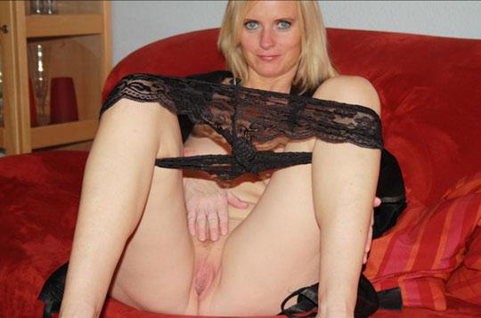 reife rubensfrau zeigt ihre frisch rasierte fotze
